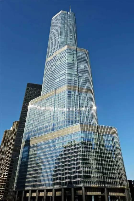 川普国际酒店大厦,也叫芝加哥川普塔,高423米.