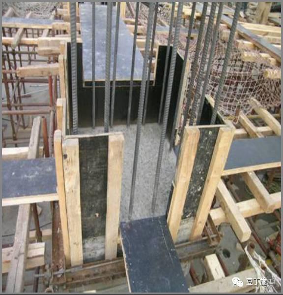 九,楼梯模板         1,模板必须每层清理干净并刷脱模剂.